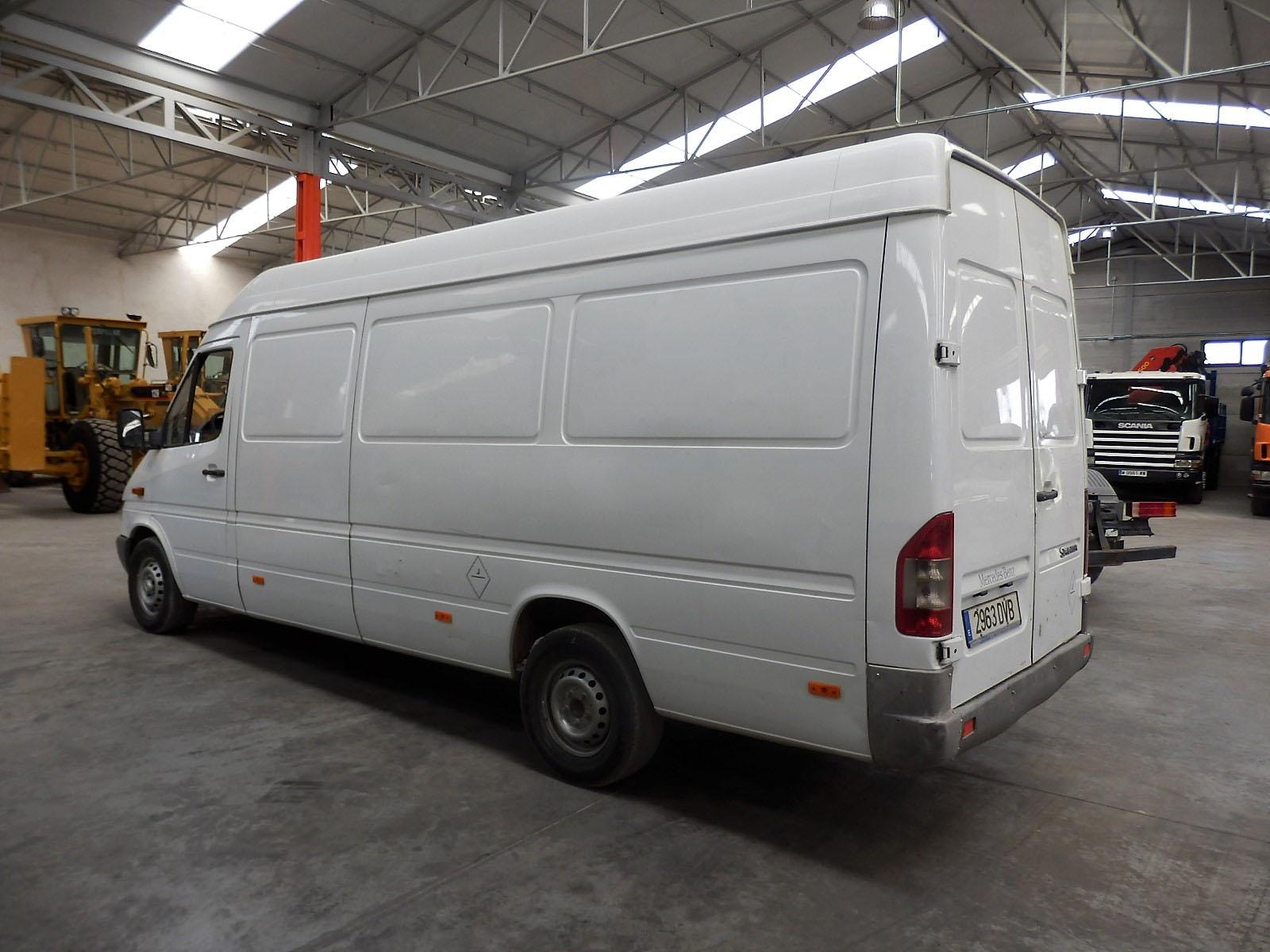 Mercedes_Sprinter_311CDI-4